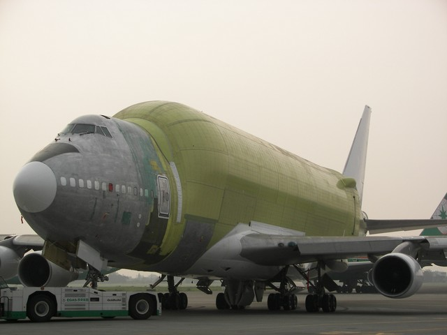 http://techno-science.net/illustration/Aero/B747-Large-Cargo-Freighter/assemblage-final-2.jpg