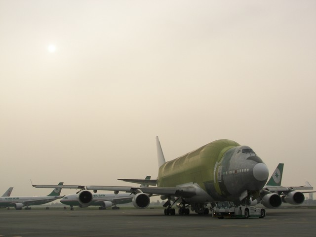 http://techno-science.net/illustration/Aero/B747-Large-Cargo-Freighter/assemblage-final-3.jpg