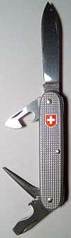 Couteau de l'armée suisse de marque Victorinox.