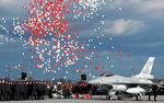 La Force Aérienne Polonaise accueille son premier F-16C Block 52 le 9 novembre 2006 sur la base de Poznan