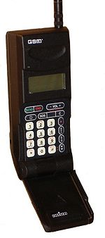 Premier t�l�phone portable GSM fran�ais (1992)