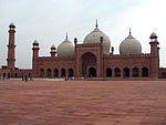 Exemple de plan moghol�: Mosqu�e de Badshahi, Pakistan, vue de la cour