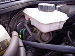 Émetteur de freinage et réservoir de liquide de frein