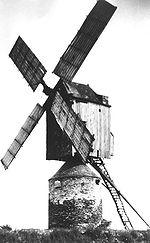 Moulin chandelier sur une tour maçonnée, La Lande 49220 La Pouëze