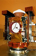 La sonde Stardust sur son support de test avant lancement.