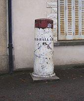 Borne commémorative du Red Ball Express dans le village de La Queue-lez-Yvelines (Yvelines)