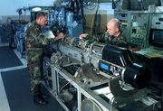 Inspection d'un pod de contre-mesure électronique de F-16