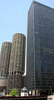 Marina City (à gauche) et IBM Plaza (à droite) à Chicago.