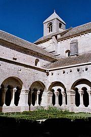 Cloître et église cistercienne de Sénanque, Provence