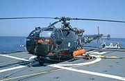 Hélicoptère Alouette III sur la frégate française La Motte-Picquet.