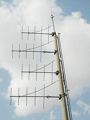 Une antenne directionnelle à faible puissance, utilisée sur le réseau autoroutier français.