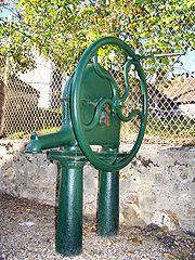 Pompe à eau à Auteuil (Yvelines), en France