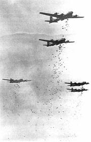 B-29 bombardant le Japon
