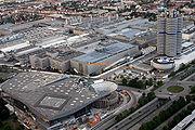 Siège actuel de BMW à Munich en Bavière sur l'emplacement de la première usine historique de moteur d'avion de Gustav Otto en 1911.