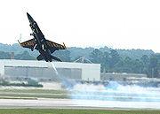 Un F-18 des Blue Angels au décollage