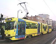 Tram urbain articulé -ancienne génération -  à Bruxelles (Belgique)