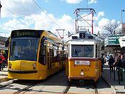 Combino Supra Budapest NF12B et trams UV à Budapest