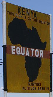 Un panneau sur l'équateur au Kenya