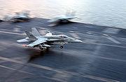 Un F/A-18 Hornet à l'appontage