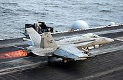 F/A-18 au décollage avec la postcombustion