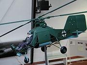 Une maquette du Kolibri allemand de la seconde guerre mondiale, avec ses deux rotors  côte à côte se croisant lors de la rotation des pales.