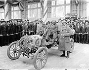 Ford T en 1909, l'automobile passe du statut de carrosse motorisé à un produit grand public