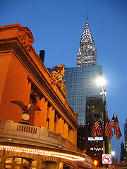 Grand Central Terminal (� gauche) et Chrysler Building (� droite)