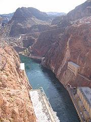 Le barrage, vers l'aval