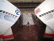 Rames ICE3M (NS) et ICE 3 (DB) accouplées: le train Munich - Francfort - Cologne est scindé à Duisburg, pour desservir Amsterdam et Dortmund (respect.)