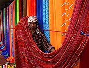 Marché d'étoffes à Karachi