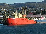 Laurence M. Gould, brise-glace américain dans le port de Punta Arenas ( Chili )