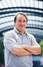Linus Torvalds initiateur et aujourd'hui coordinateur du noyau Linux