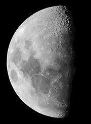 Lune haute résolution.