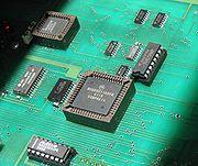 Le Motorola 68HC11, ici en boîtier PLCC, est un microcontrôleur réputé.