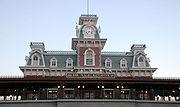 Gare de Main Street depuis l'extérieur du parc