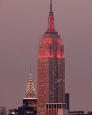 L'Empire State Building, et le Chrysler Building au second plan