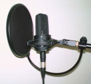 Microphone �lectrostatique de studio et son filtre anti-pop
