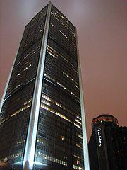 La tour de la Bourse, une nuit d'hiver
