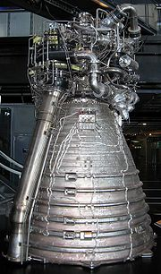 Moteur Vulcain de la fusée Ariane au Musée des Sciences et des Techniques de la Villette à Paris.