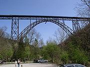 Exemple de pont métallique comprenant une structure en
