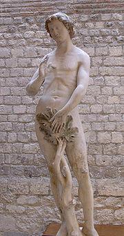 Adam, vers 1260. Statue provenant de la cathédrale Notre-Dame de Paris. L'artiste s'est manifestement attaché à un certain réalisme inspiré des formes de l'Antiquité classique