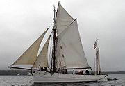 Le cotre Mutin, un des navires à voile d'entraînement de la Marine Nationale française.
