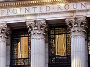 Chapiteaux corinthiens de la façade néoclassique de la poste de New York