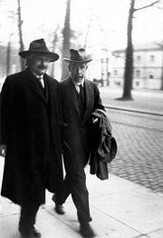Albert Einstein et Niels Bohr.