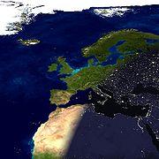 Image composite illustrant le terminateur terrestre passant au dessus de l'Europe et de l'Afrique du Nord