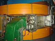 Un aimant du cyclosynchrotron du centre de protonthérapie d'Orsay