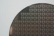 Des microprocesseurs sur la tranche de silicium (wafer) qui sert à leur fabrication.