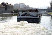 Péniche sur le canal Saint-Denis