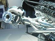 Un des deux turbocompresseurs du V12