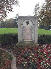 Plaque commémorative au château de la Muette à Paris, à la lisière du Bois de Boulogne